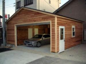 ガレージ内に収納室を追加しました