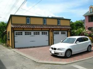 南アルプス市に南国情緒漂う3台用ガレージが誕生