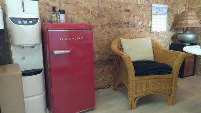 赤いミニ冷蔵庫
